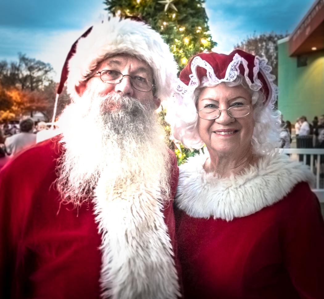 haltom city christmas on broadway 2018 santa mrs claus